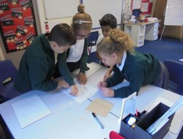 Lennon, Cleo, Aland and Daanyah are working out what teeth are in the mouth and where they are located.